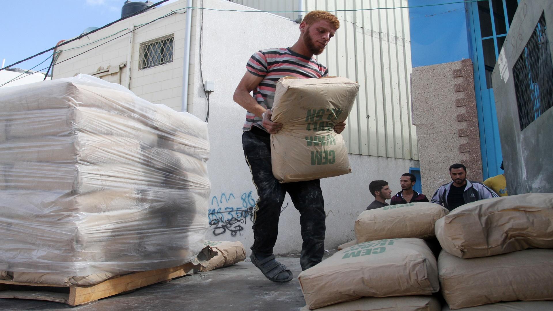 العصار لمصدر: غزة تحتاج 48 ألف طن من الإسمنت شهرياً لا تشمل الإعمار