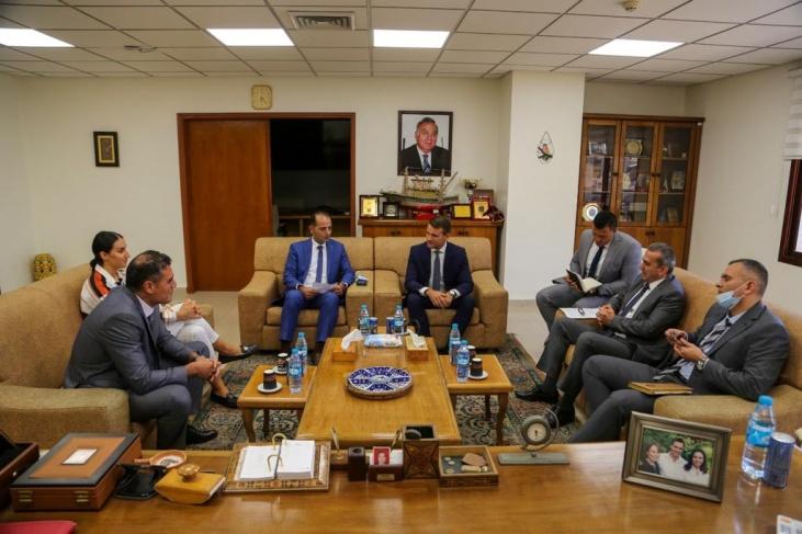 بنك فلسطين والاتحاد الأوروبي يناقشان قضايا اقتصادية متعلقة بأهالي قطاع غزة