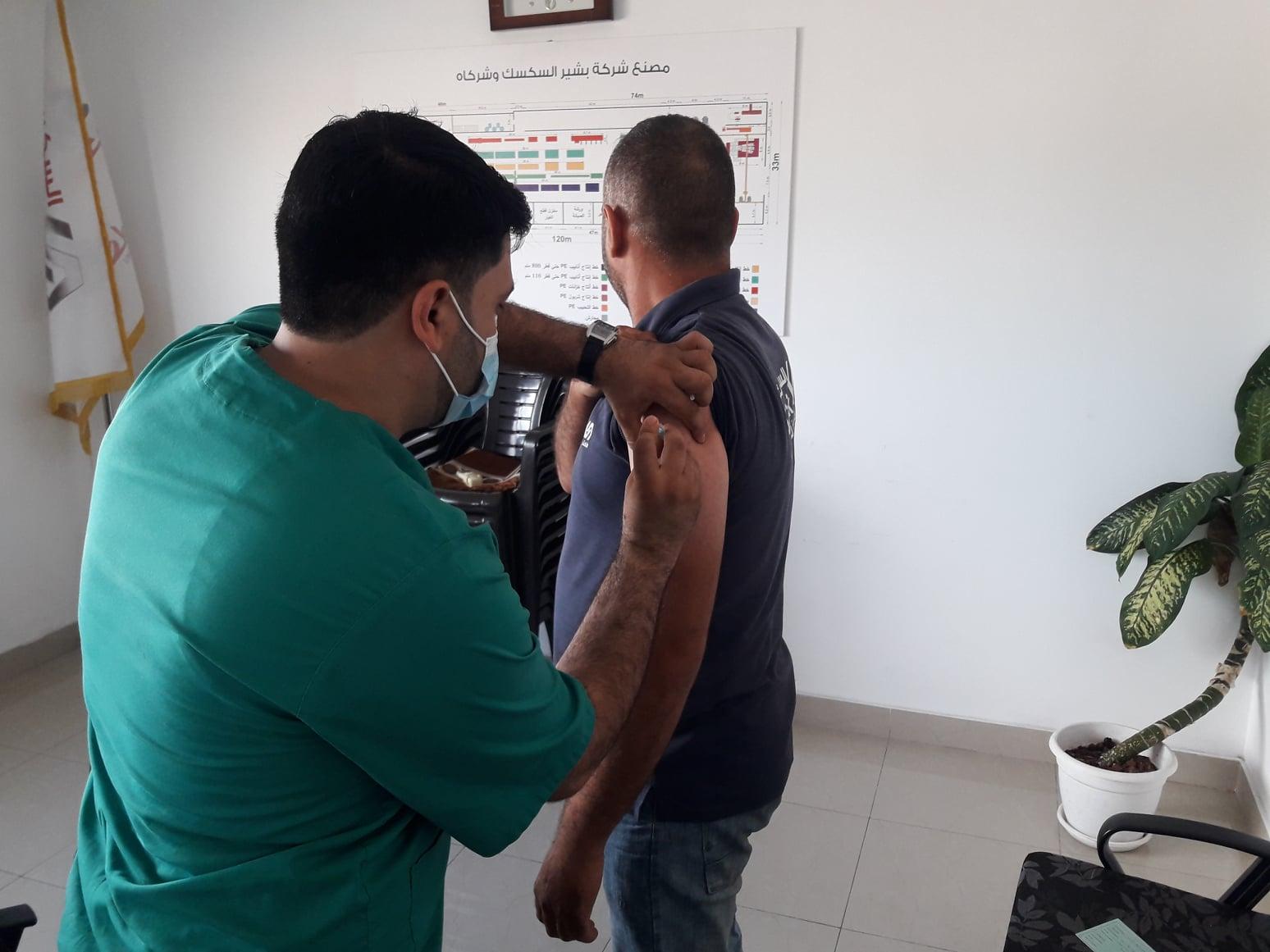 المنطقة الصناعية شرق غزة تعلن تطعيم أكثر من 700 عامل