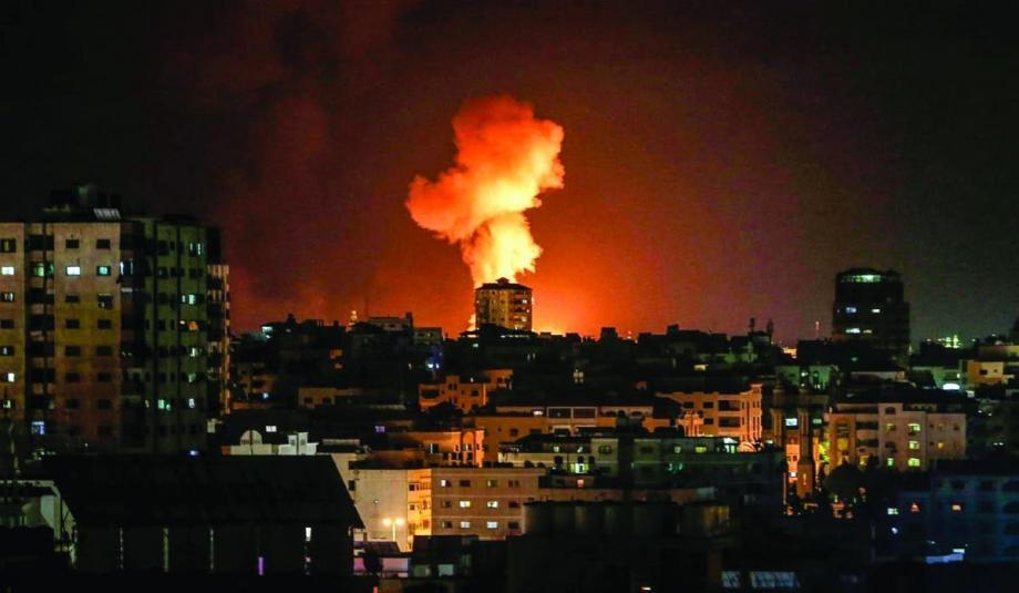 الاحتلال يجدد غاراته الجوية على غزة رداً على البالونات الحارقة