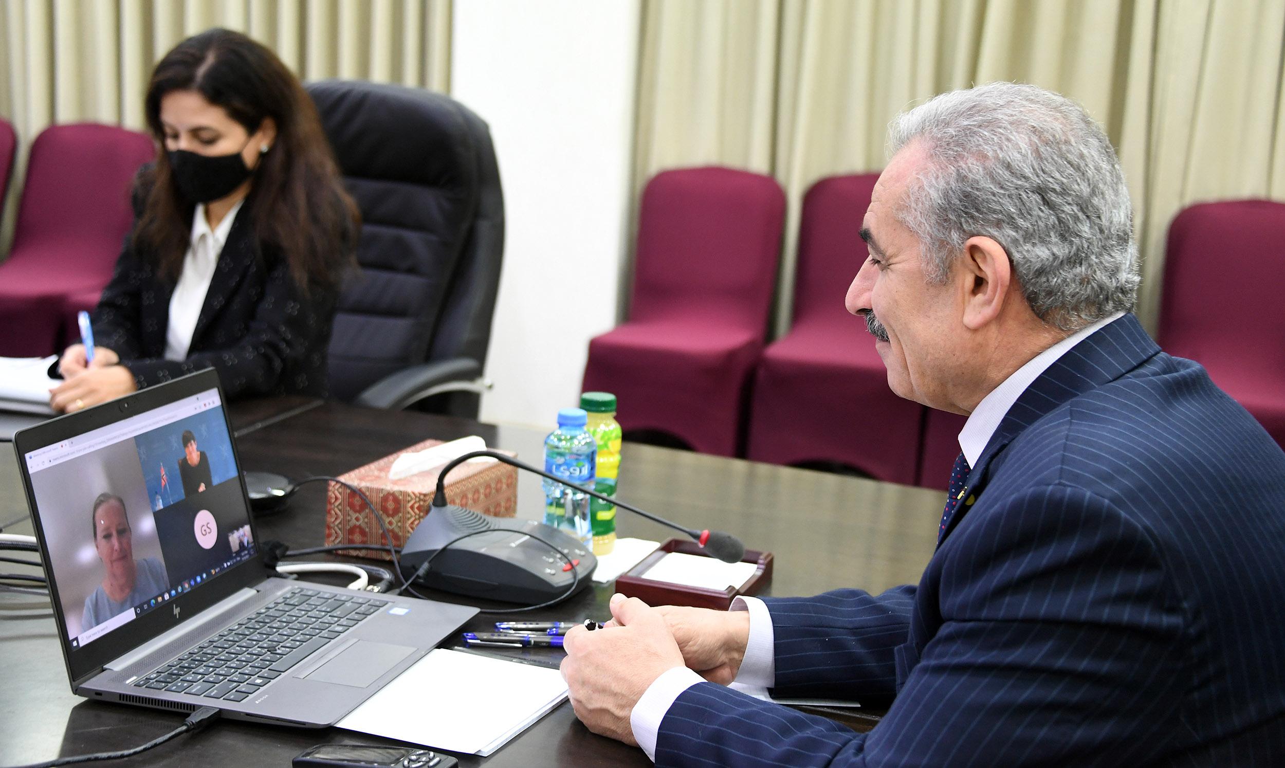 اشتية يطالب بالضغط على الاحتلال لإلزامه بدفع كامل المستحقات المالية المحتجزة