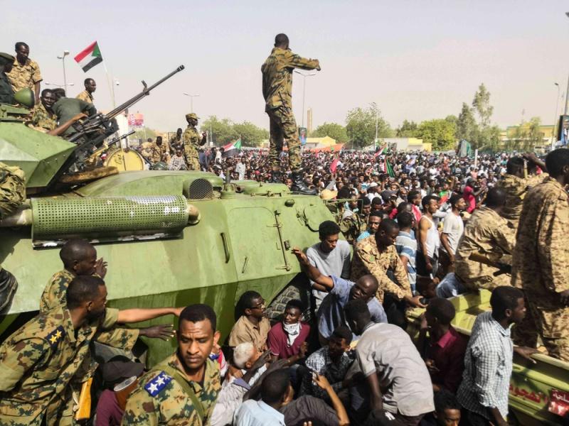 السودان: الجيش يعلن السيطرة على محاولة انقلاب فاشلة