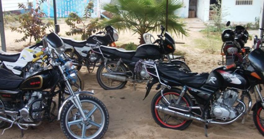 وزارة المواصلات لمصدر: لم نمنع إدخال الدراجات النارية والاحتلال من يمنعها