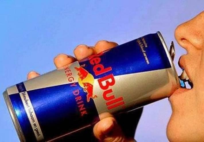ماذا يحدث بجسمك عند تناولك مشروبات الطاقة بشكل يومي؟