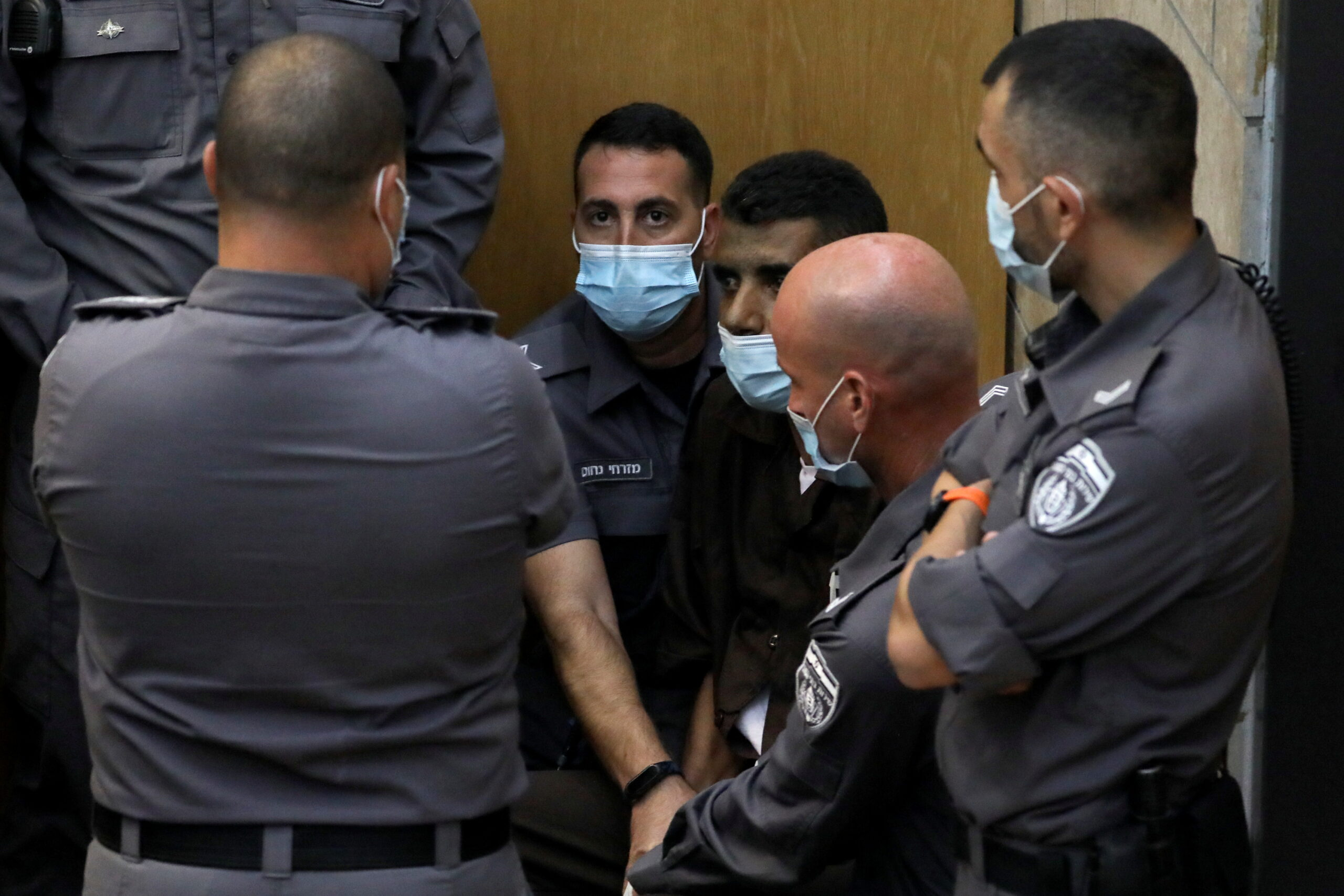 توقعات بانتهاء محاكمة أسرى جلبوع الأربعة بتهم أمنية وتشديد محكومياتهم