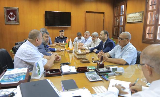 بلدية غزة ولجنة أهالي الشجاعية يناقشان سبل تنفيذ مشاريع خدماتية جديدة